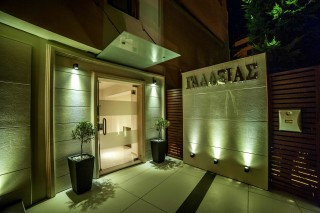 Gallery Galaxias the hotel's entrance area by night