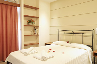 Suite Galaxias Luxury bedroom with double bed and elegant decoration